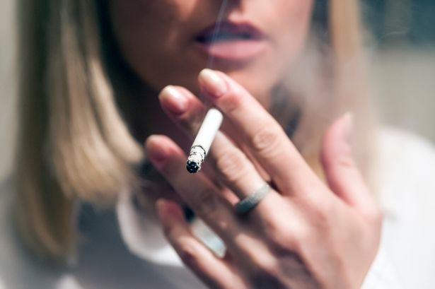 Эксперты еще раз предупредили, что Ковид-19 в 14 раз чаще развивается у курильщиков