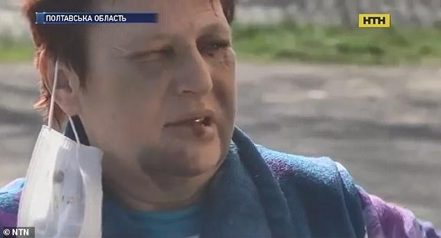 Женщина выкопала себя из могилы после того, как ее «пытали и похоронили заживо на кладбище ее соседи» на Украине