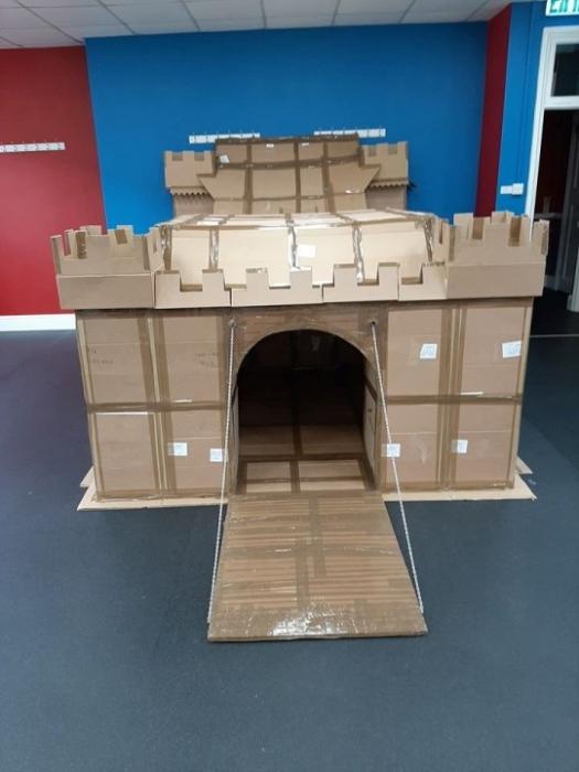 Отец построил сыну невероятный замок, где можно просидеть с бутербродами весь карантин