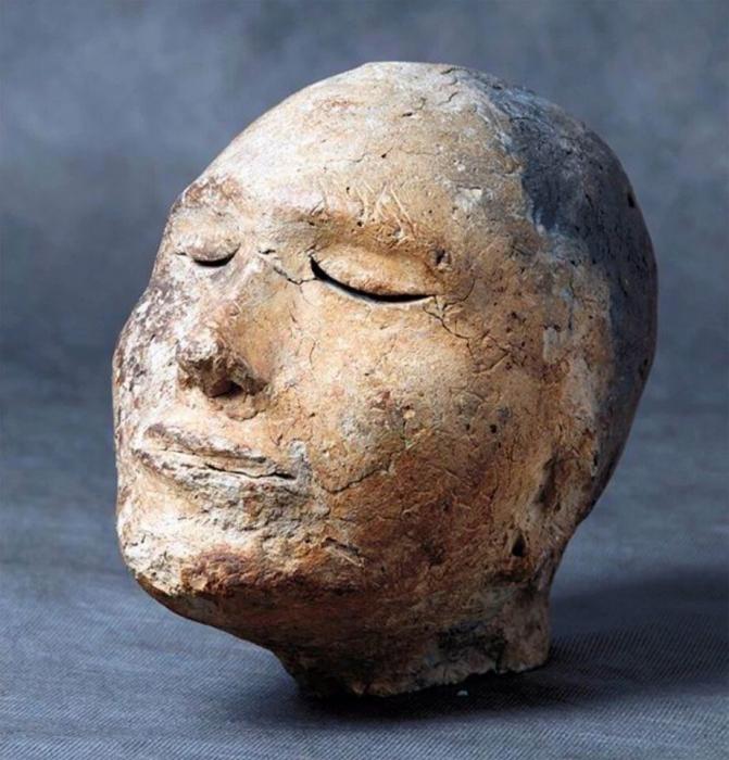 Внутри загадочной человеческой глиняной головы, которой 2100 лет находится древний череп барана