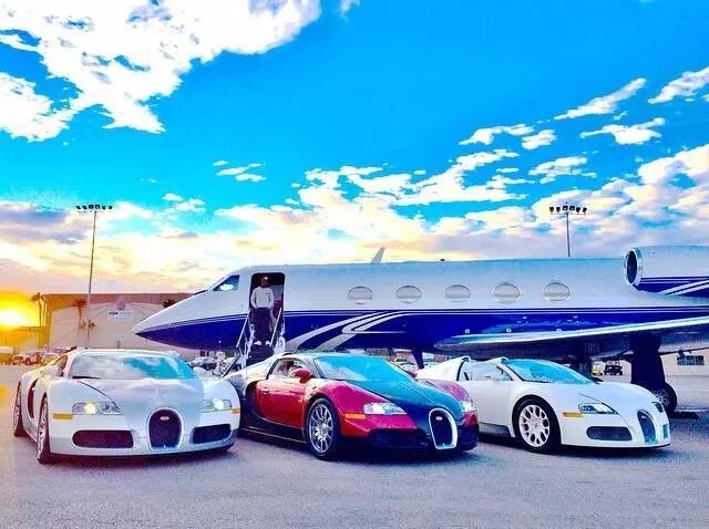 Роналду, Бекхэму, Мэйвэзеру принадлежат дорогие суперкары, но ни у кого из них нет самой дорогой коллекции автомобилей