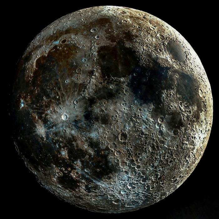 Астрофотограф создает потрясающий образ Луны из отдельных картинок