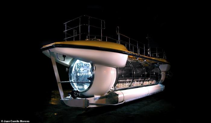 Туристическая подводная лодка на 24 человека с огромными панорамными окнами и кондиционером может нырнуть на 98 метров