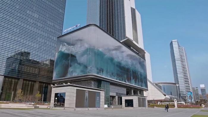Гигантская 3D волна обрушивается на район Сеула Каннам каждый час на цифровом рекламном щите шириной 78 метров