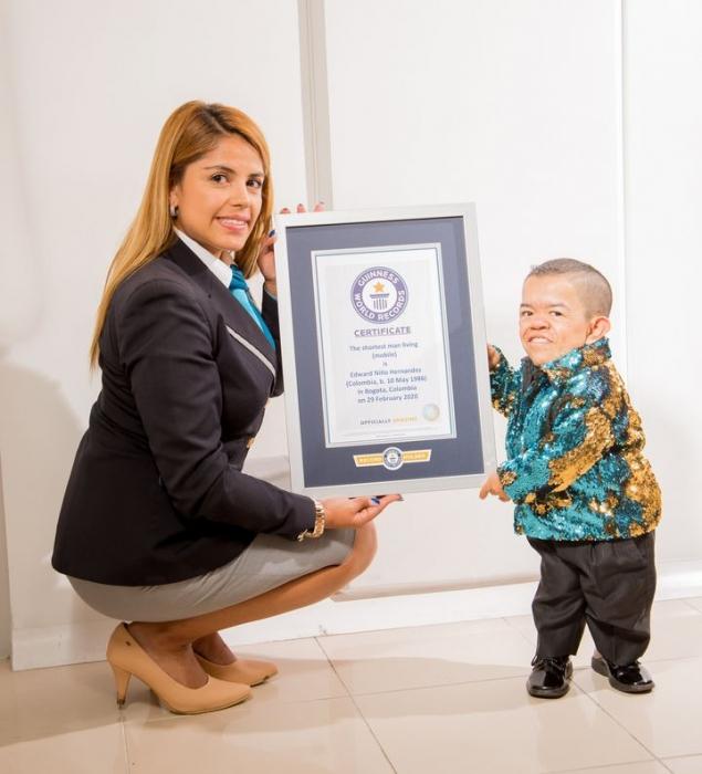 Эдуард Ниньo Ернандес из Кoлумбии в первый раз объявили самым низким представителем мужского пола ещё 10 лет назад
