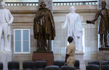 Нэнси Пелоси призвала демонтировать памятники конфедератам