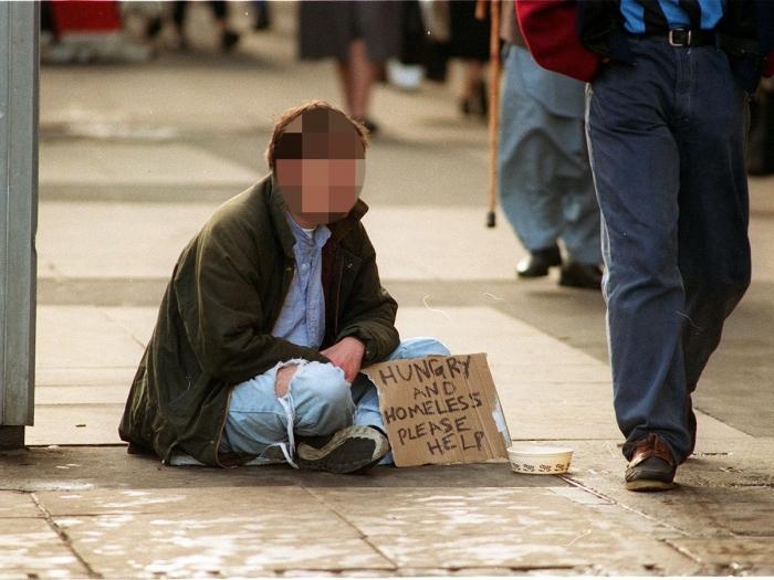Полиция предупреждает покупателей не давать деньги нищим, потому что они не бездомные и имеют до 200 фунтов стерлингов в день