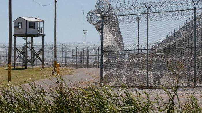 Охранник тюрьмы в Оклахоме перешёл на сторону протестующих