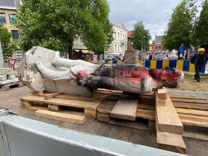 В Антверпене снесли памятник Леопольду II