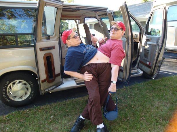 Самые старые из когда-либо сиамских близнецов Ронни и Донни умерли в возрасте 68 лет