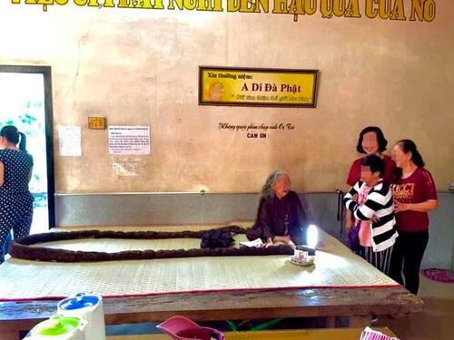 Жительница Вьетнама 64 года не стригла волосы