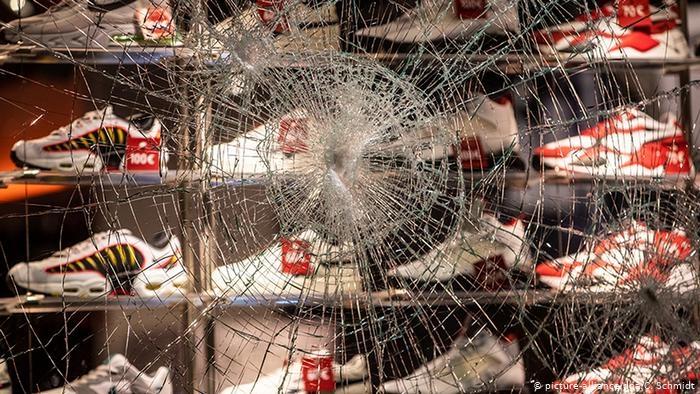 Беспорядки в Германии: местные власти встали на сторону дебоширов