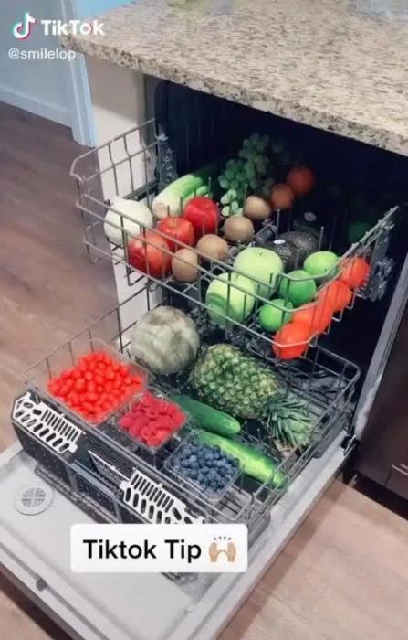 Женщина рассказала, как она моет свои фрукты и овощи - и все были в шоке
