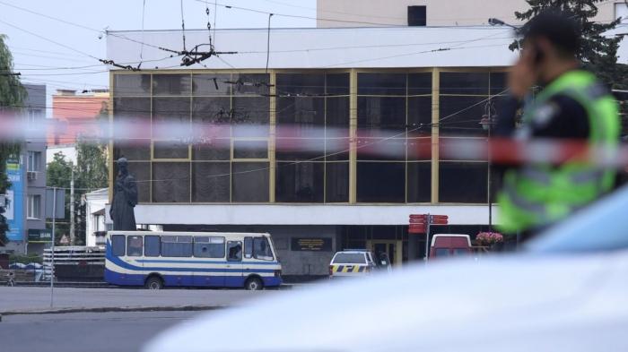 Захват заложников в Луцке: террорист сдался