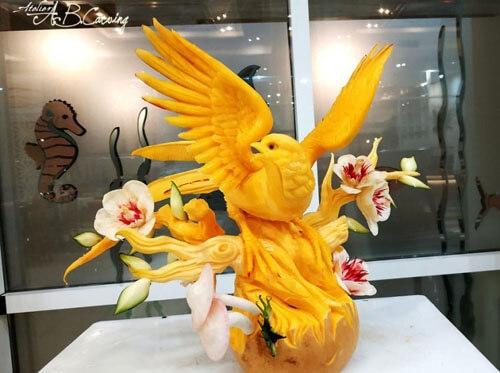 Оказывается, тыкву можно превратить в оригинальную скульптуру