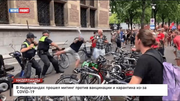 «Это другое!» В Гааге полиция жестоко разогнала митинг протеста