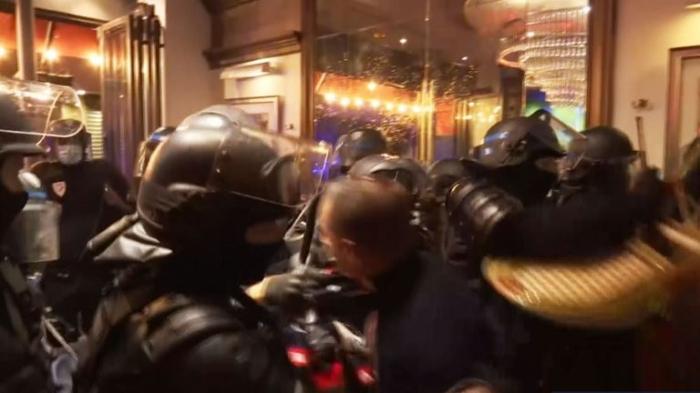 Пытки, боль и немного надежды: что происходит на улицах Парижа