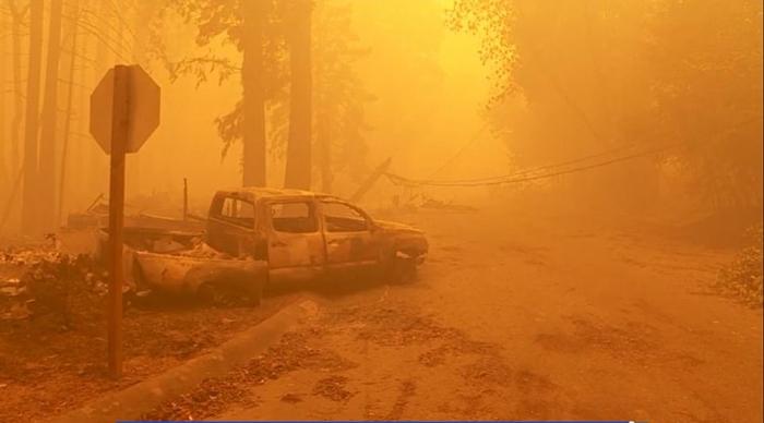 Никогда такого не было, и  вот опять: пожары в Калифорнии усилились