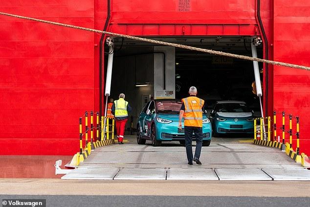 Первые электромобили ID.3 от VW поступили в Англию. Дальность у них 418 километров