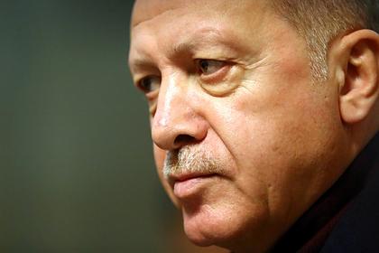 Эрдоган подал в суд на обругавшую его греческую газету
