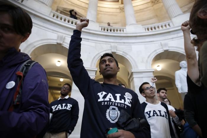 Йельский университет в США начал открыто дискриминировать белых и азиатов