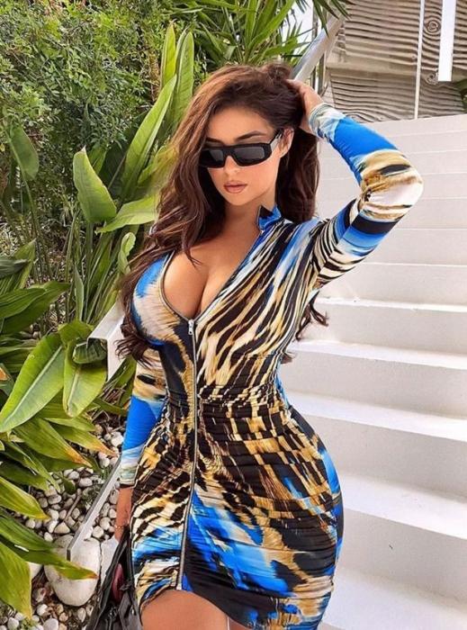 Деми Роуз заставляет мужчин трепетать, когда она демонстрирует свои пышные формы в платье, напоминающем краску для тела