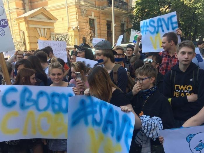 На Украине чисто по-демократически будет закрыт контакт украинцев с Вконтакте