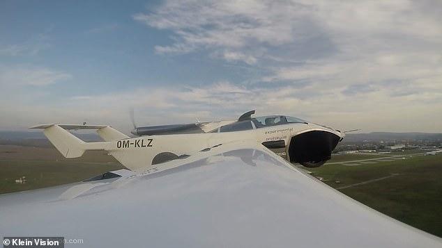 Футуристический летающий автомобиль может превращаться из наземного транспортного средства в самолет