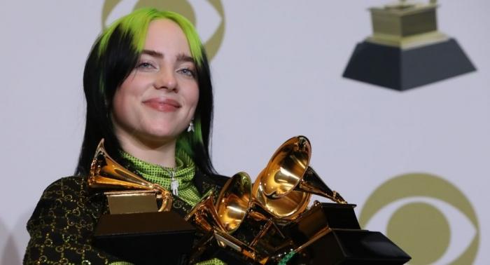 Певица Билли Айлиш исполнила трек к последнему кинофильму о Джеймсе Бонде, который набрал более  4 000 000 зрителей за несколько часов