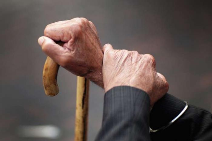 Премьер-министр Украины объявил об отмене пенсий через 15 лет