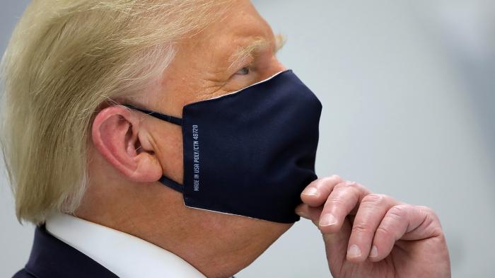 Болеющий ковидом Трамп покинул больницу и посетил митинг своих сторонников