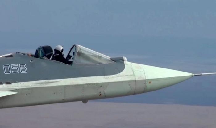 Российский бесстрашный пилот управлял истребителем стелс на скорости 2092 км/час в открытой кабине