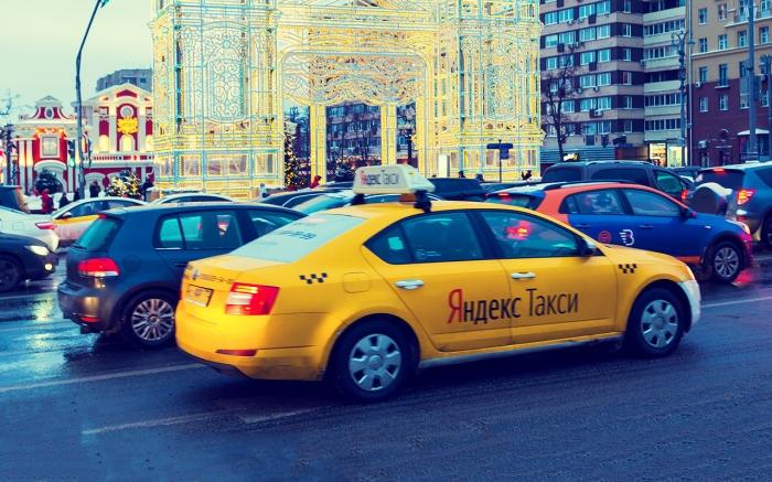 Многие молодые люди в России давно пытаются выяснить, что выгоднее своя машина или каршеринг, или такси