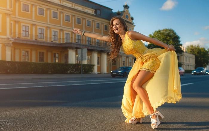 Говорят, молодые девушки Санкт-Петербурга всё чаще продают свою девственность. Ну не отдавать же её за бесплатно