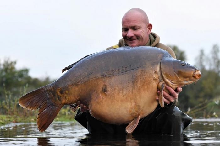 Странная ситуация рыбак опасается, что его могут убить, если он поймает самого большого английского карпа