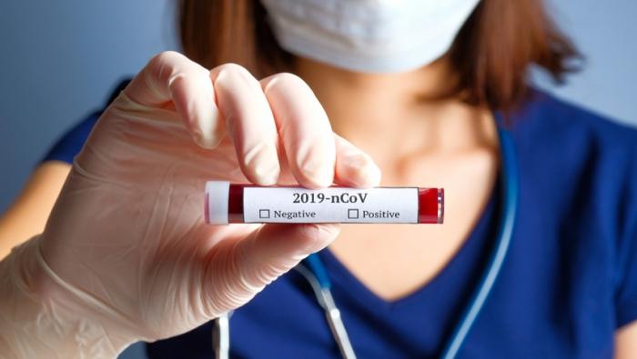 Британские специалисты назвали признаки у людей переболевших коронавирусом «на ногах»