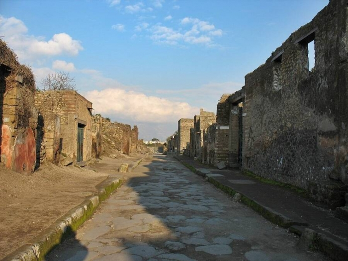 Женщина отправила назад все предметы, незаконно вывезенные из Помпей. Она утверждает, что «проклятые» предметы вызвали у неё рак