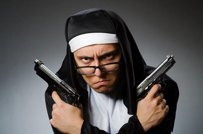 Во время дорожного инцидента священник в ярости навёл пистолет на водителя