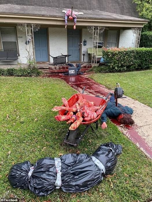 Полицейские в панике появились в доме ужасов мужчины из Техаса на Хэллоуин, когда им сообщили об убийстве бензопилой и др.