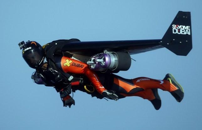 Смельчак «реактивный человек», известный тем, что летает рядом с самолетами, погиб в тренировочном полёте