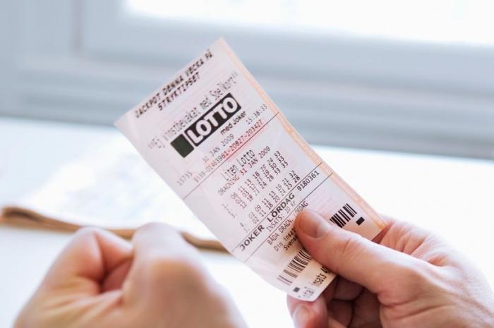 «Я купила племяннику выигрышный лотерейный билет и теперь хочу получить часть денег»