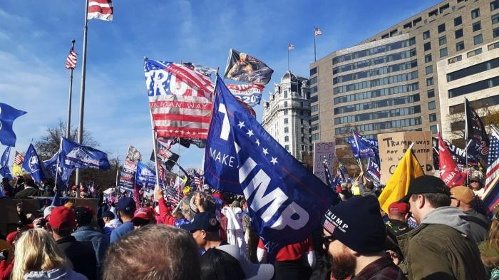 Толпа сторонников Байдена избила участника протрамповского митинга
