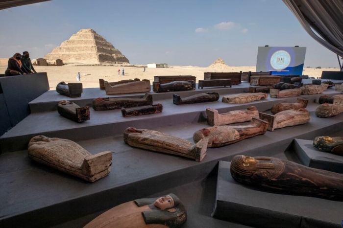 Десятки «проклятых» древнеегипетских гробов и золотых статуй, найдены в «Городе мертвых»