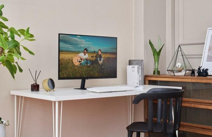 Новый смарт-телевизор Samsung предназначен для вашего рабочего стола... только боссу не говорите об этом