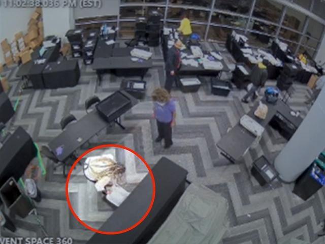 «Пойманы с поличным»: в сеть попала видеозапись фальсификации выборов в США