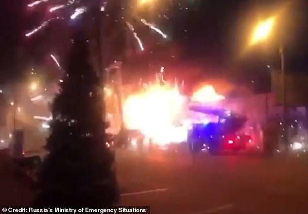В Ростове-на-Дону недавно горел павильон пиротехники на рынке «Классик». Тысячи фейерверков вырвались из павильона в небо