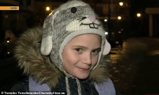9-летняя школьница поскользнулась более 40 раз, когда изо всех сил пыталась пройти по замерзшей улице в Украине