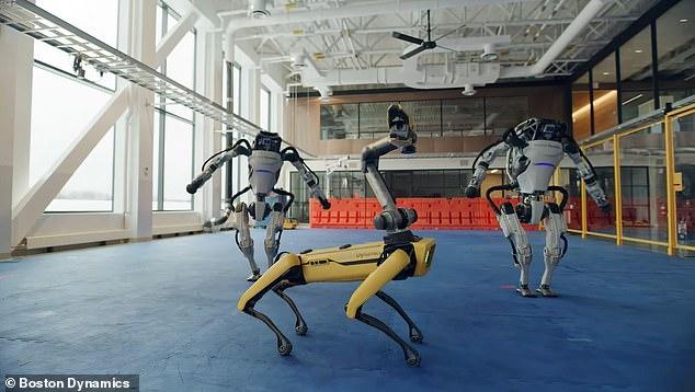 Дроиды Бостон Дайнамикс исполняют невероятный танец под песню «Do You Love Me»