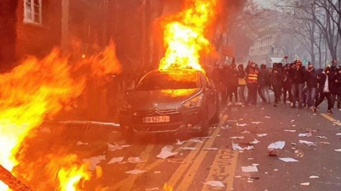 Перемен требуют наши сердца: протест в Париже перетек в погромы