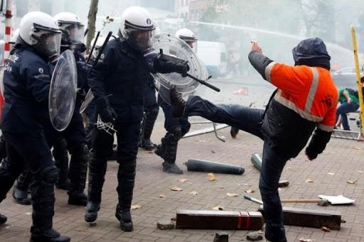 Так жить нельзя: мирный протест в Брюсселе перерос в вандализм и побоище